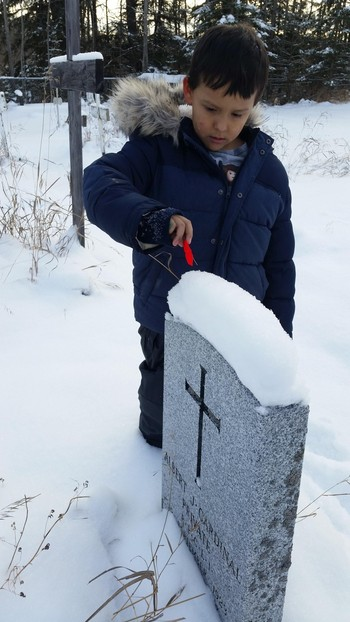Shaine Moyan paid tribute to a fallen soldier by placing a poppy at their headstone.
